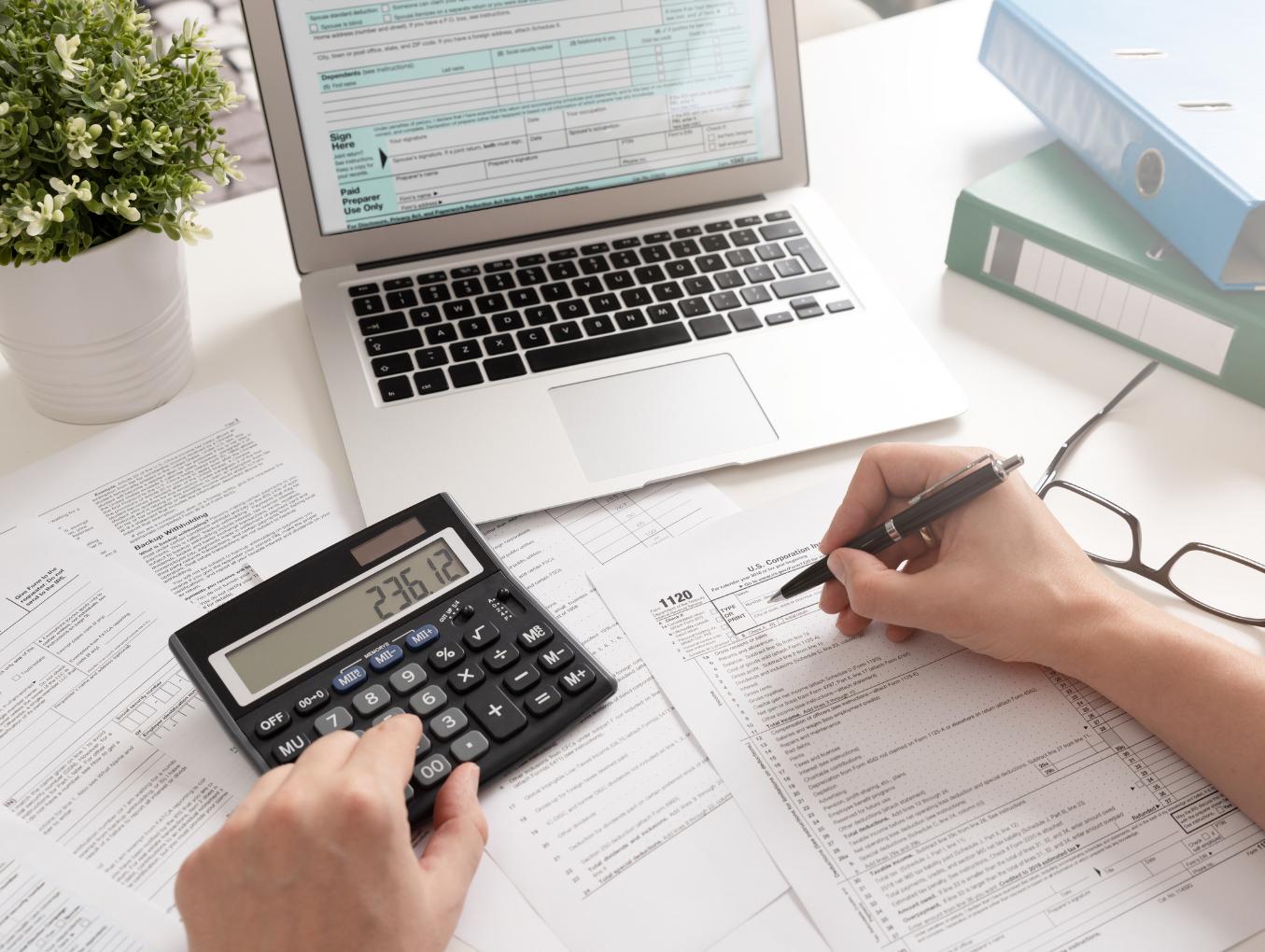 Usługi Projektowe 8% czy  23%? Czy podatnik ma taki wybór i jak podjąć właściwą decyzję?